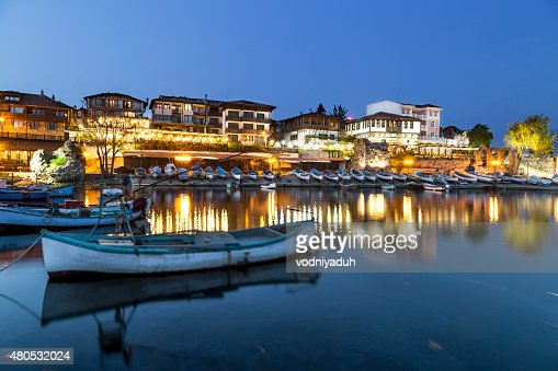 Fishing boats in costal city at night : Bildbanksbilder