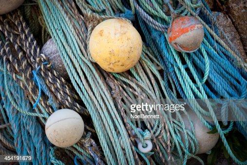 Corda de pesca e dinheiro em caixa : Foto de stock