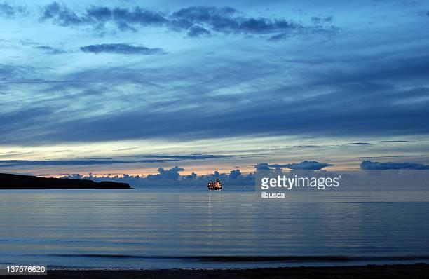 ジョンフィッシング船の夜の北部のスコットランド(Highlands )