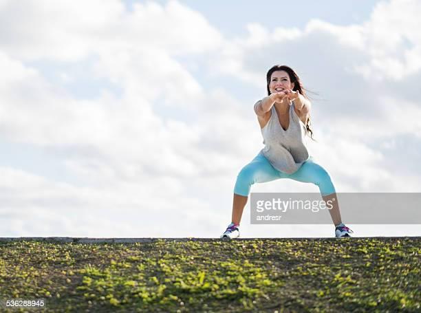 Femme Fit faire des squats