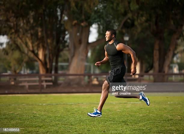 Centre de remise en forme: Athlète afro-américain de course