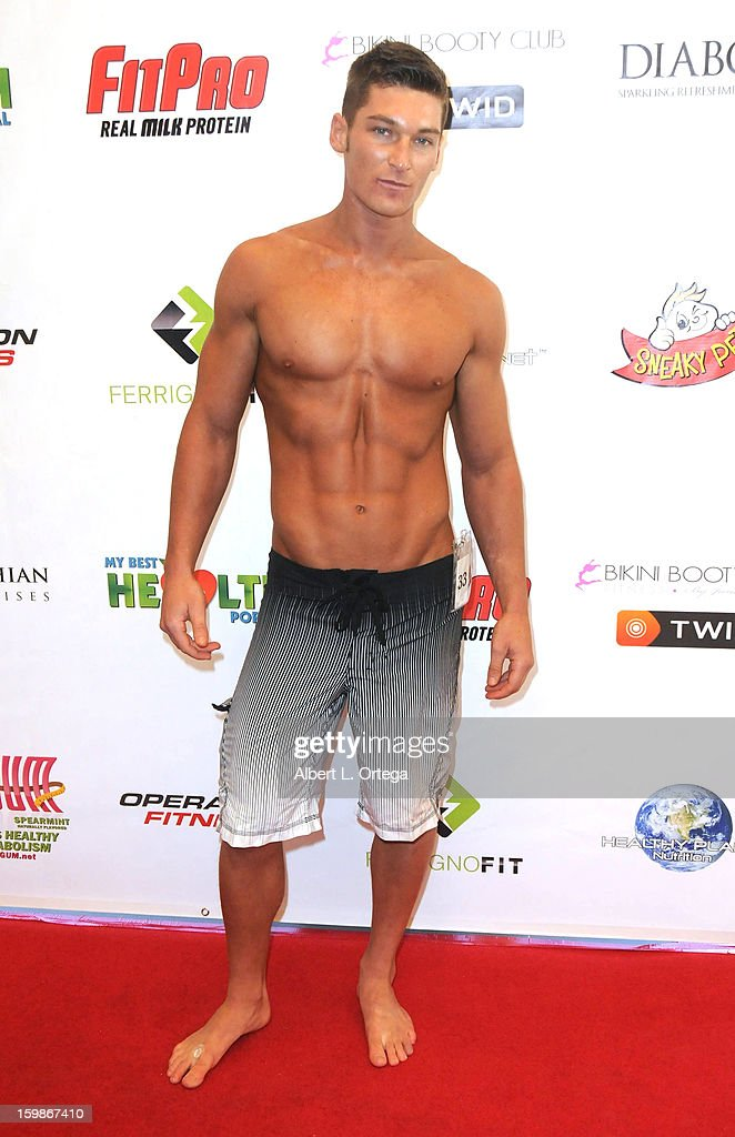 Fitness model Jesse Gaynor participates in the Red Carpet Health Expo held at The Vitamin Shoppe on January 12, 2013 in Los Angeles, California.