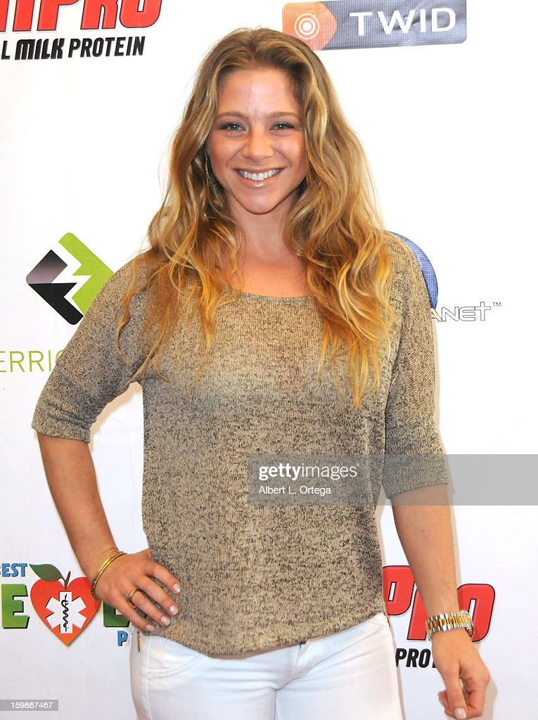 Fitness model Nichole Mellison participates in the Red Carpet Health Expo held at The Vitamin Shoppe on January 12, 2013 in Los Angeles, California.