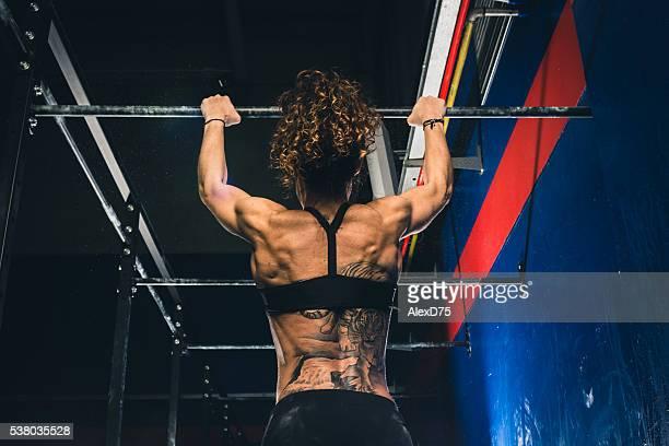 Fitness Frau machen Halt an der bar