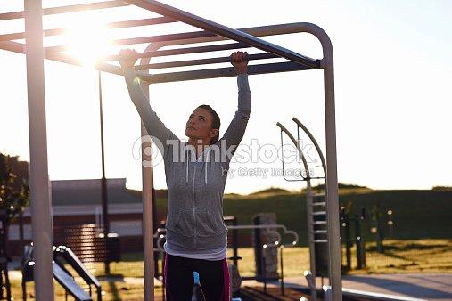 Klettergerüst Erwachsene : Fitness frau stock foto thinkstock