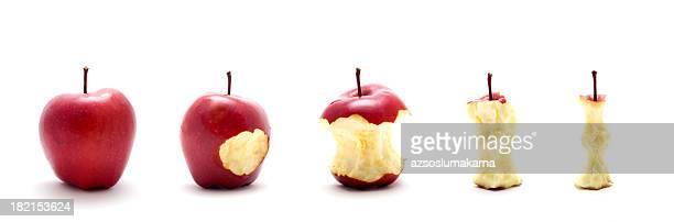 Cinco apple en una fila.