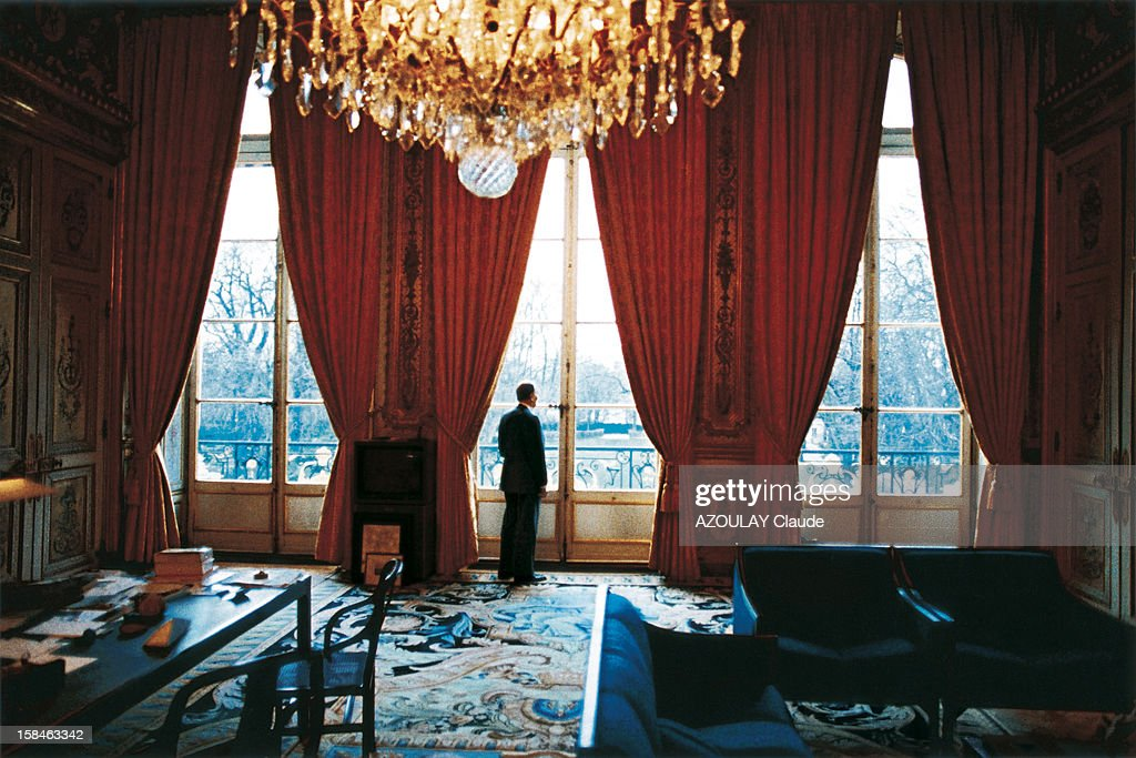five days before the beginning of the Gulf war, president Francois Mitterrand in his office at the Elysee, decorated by Pierre Paulin, on January 10, 1991.