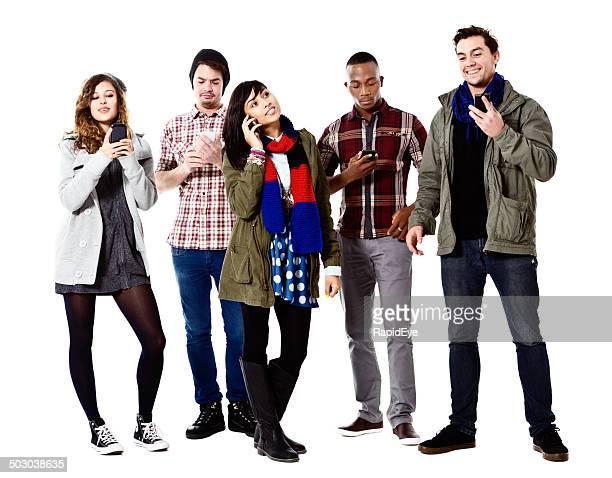 Cinq jeunes les plus longue sur leur téléphones mobiles