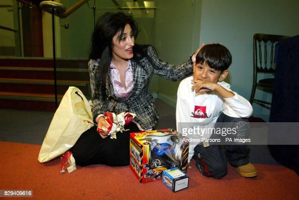 Fiveyearold Zain Hashmi's mother Shahana watches Murad Sheikh a 5year old boy from London waiting for a kidney transplant during a press conference...