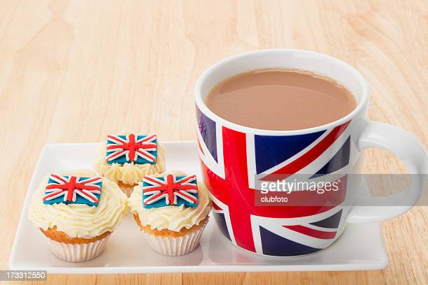 UK flag cup and cupcakes