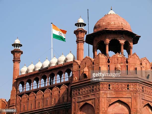 Drapeau de l'Inde volant sur le Fort rouge à Delhi