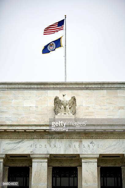 Flags fly above the Federal Reserve building in Washington DC May 9 2007 US 10year notes rose for a fourth day on expectations the Federal Reserve...