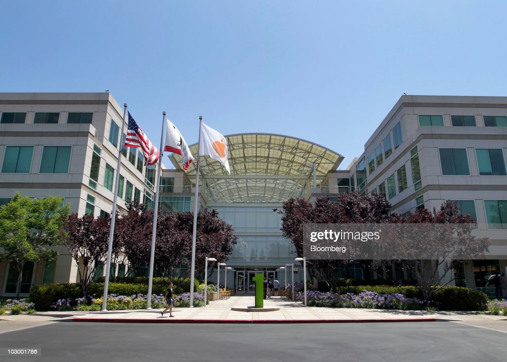 Flags fly outside Apple Inc headquarters in Cupertino California US on Friday July 16 2010 Apple Inc will report that profit rose 58 percent analysts...