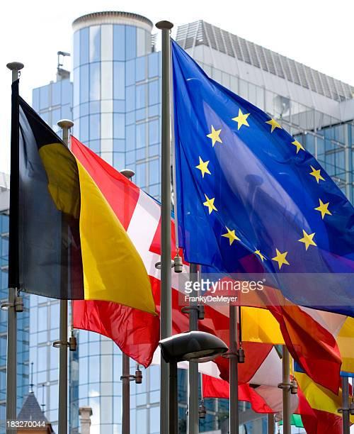 Flaggen mit Europäischen Parlaments in Brüssel