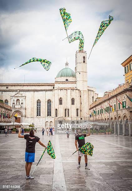 Flagge-kontinuierlich In Ascoli Piceno Platz