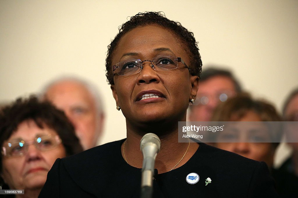 Flanked by mayors and gun control activists, Mayor of York, Pennsylvania C. Kim Bracey (C) speaks during a news conference January 16, 2013 on Capitol Hill in Washington, DC. Members of Mayors Against Illegal Guns held a news conference to call on Congress to take action to end gun violence.