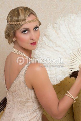 Fille mancip e des ann es 20 en robe et serret te photo - Headband annee 20 ...