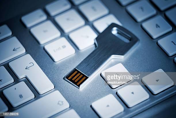 Armazenamento flash USB tecla no teclado
