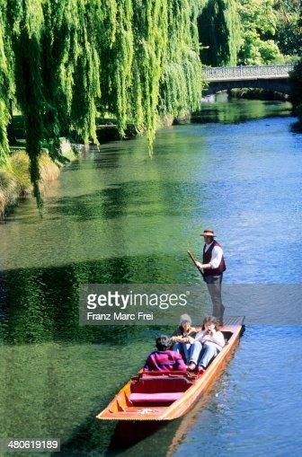Flat bottomed boat, River Avon, Hagley Park