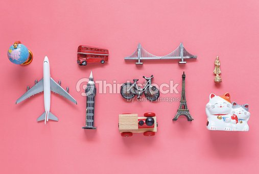 Flat lay aerial image of travel background concept.Table top view of souvenir symbol location or landmark of place for traveler all the world.objects on modern rustic pink paper.mock up & template. : Foto de stock