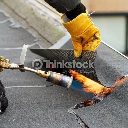 flache dach reparieren mit berdachung filz stock foto. Black Bedroom Furniture Sets. Home Design Ideas