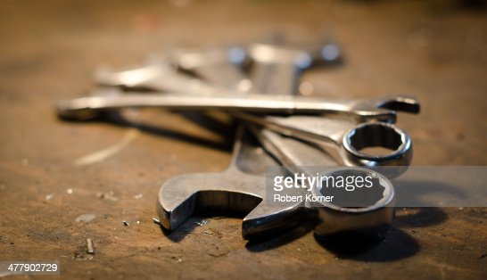 Flat wrenches