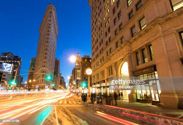 Flatiron Building and traffic on 5th Avenue, Manhattan, New York City