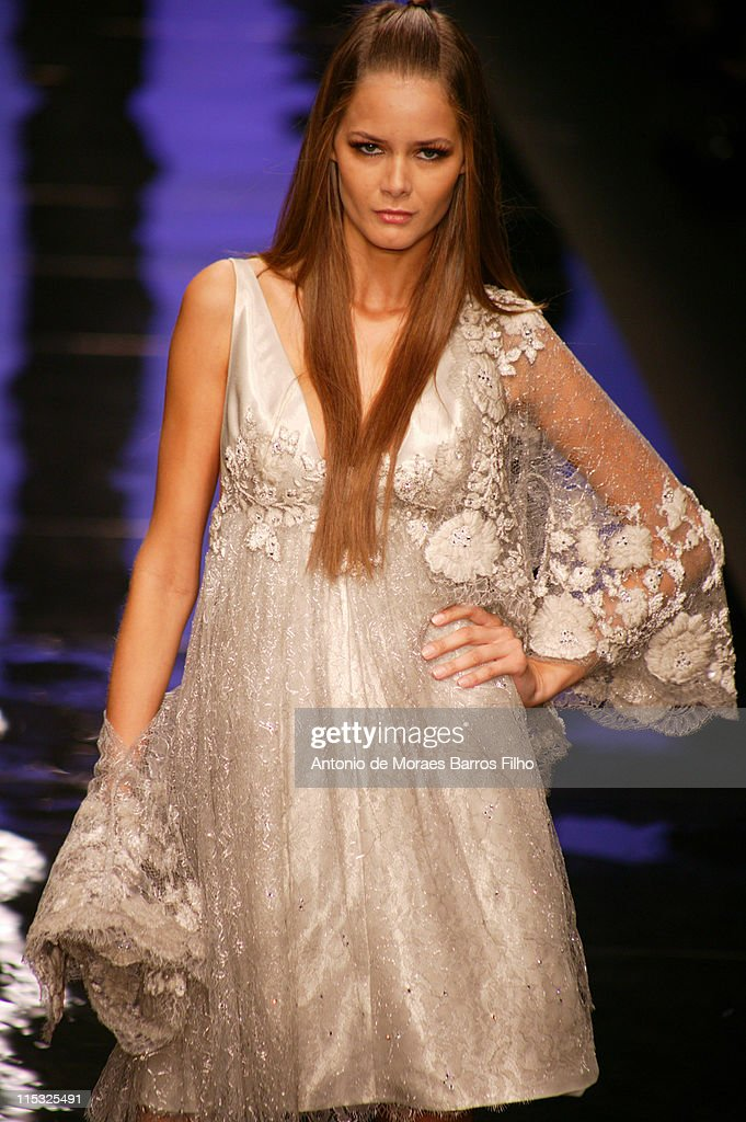 Paris Fashion Week Haute Couture Spring/Summer 2007 - Elie Saab - Runway