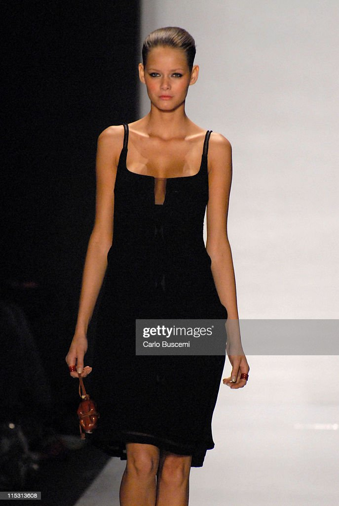 Flavia Oliveira wearing Chado Ralph Rucci Ready-to-Wear Spring 2007