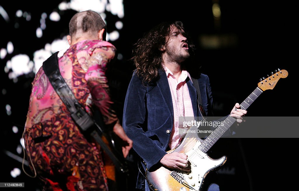 Red Hot Chili Peppers Perform at Continental Airlines Arena - October 17, 2006
