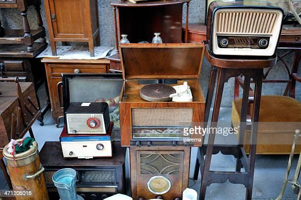 Flohmarkt und radio ausgestattet.