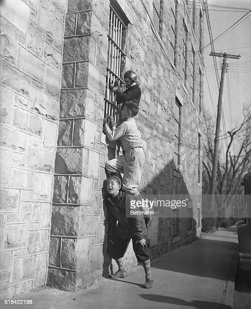 Flemington New Jersey Bruno Hauptmann is the attraction for these neighborhood youngsters in Flemington N J They're giving each other a shoulder lift...