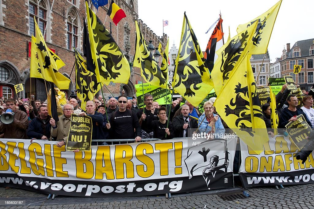 Flemish nationalists protest during the 'Joyous Entry' of the Belgian royal couple to present themselves to the public in Bruges, on October 25, 2013.