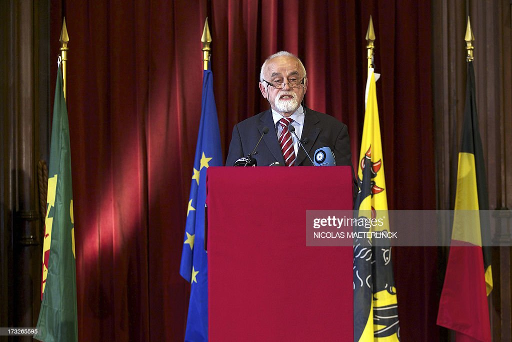 Flemish parliament chairman Jan Peumans delivers a speech , during celebrations of the Flemish regional holiday, on July 11, 2013 at the city hall in Brussels. AFP PHOTO/ BELGA/NICOLAS MAETERLINCK -Belgium Out-