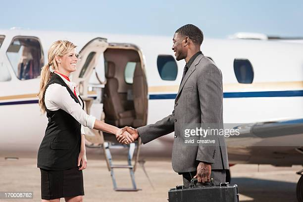 Flug Stewardess vereinbart werden Begrüßung Business Person