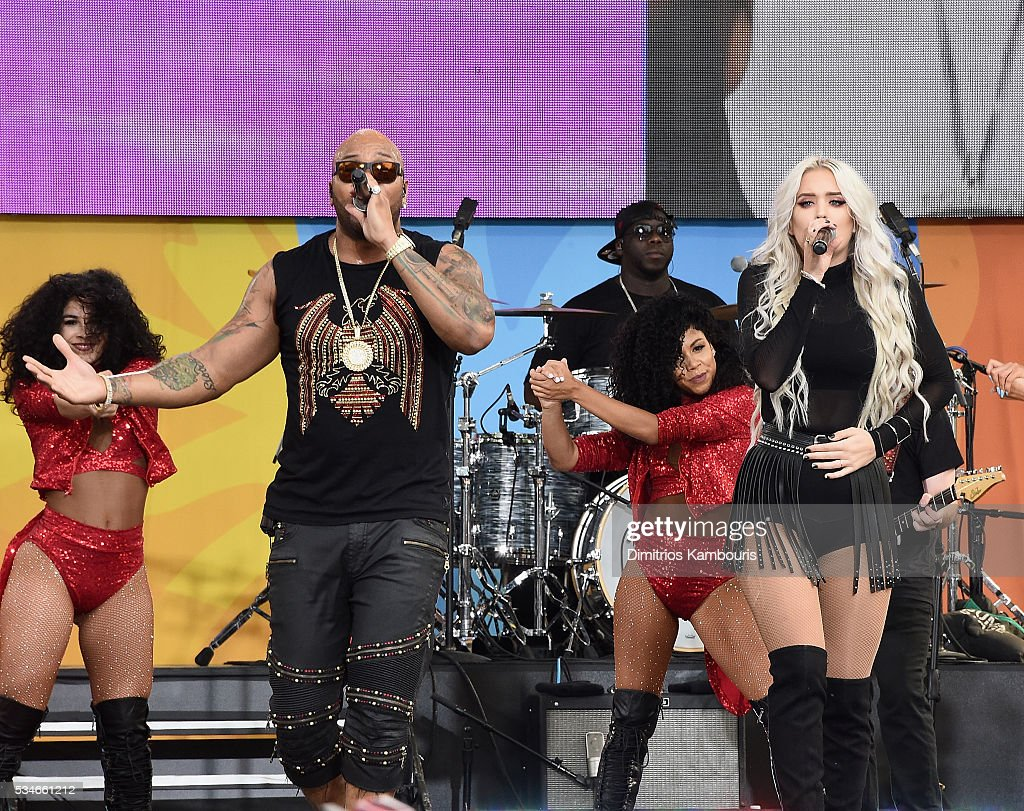 <a gi-track='captionPersonalityLinkClicked' href=/galleries/search?phrase=Flo+Rida&family=editorial&specificpeople=4456012 ng-click='$event.stopPropagation()'>Flo Rida</a> and Macy Kate perform during ABC's 'Good Morning America' 2016 Summer Concert Series at SummerStage at Rumsey Playfield, Central Park on May 27, 2016 in New York City.
