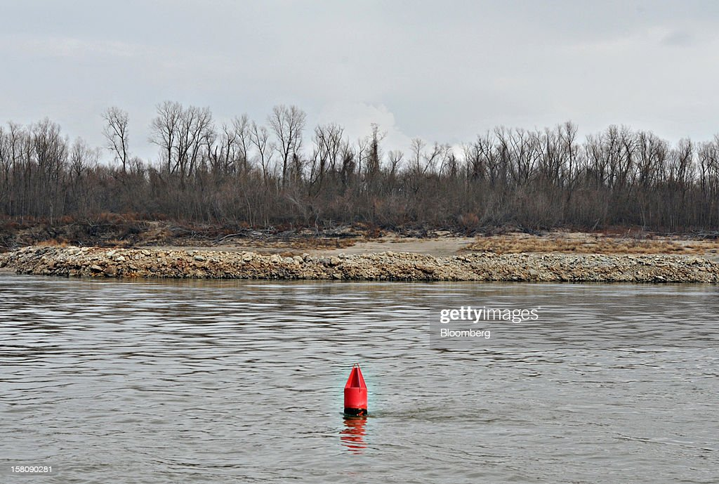 A floating buoy marks the edge of the shipping channel on the Mississippi River south of St. Louis, Missouri, U.S., on Friday, Dec. 7, 2012. Barges carrying grain, soybeans, coal, oil and other commodities on the Mississippi River have started to reduce their loads to navigate waters shrunk by the worst drought in 50 years. Photographer: Daniel Acker/Bloomberg via Getty Images