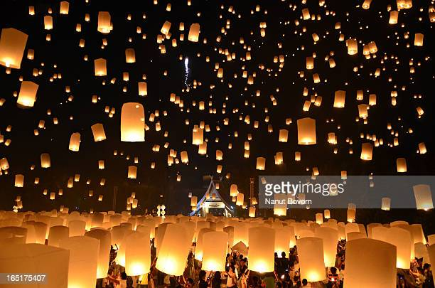 Floating Lanterns : Loi Krathong Festival in Thai
