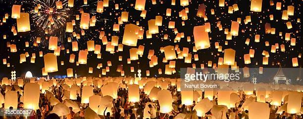 Floating Lanterns : Yi Peng in Thailand : Panorama
