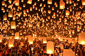 Floating Lanterns : Yi Peng in Thailand