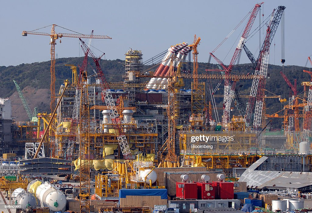A floating production storage offloading (FPSO) ship is under construction in a dry dock at Hyundai Heavy Industries Co.'s shipyard in Ulsan, South Korea, on Wednesday, April 18, 2007. Hyundai Heavy Industries Co., the world's largest shipbuilder, rose the most in four weeks after an index of vessels prices climbed, easing concerns that shipyards would be unable to pass on rising steel costs.
