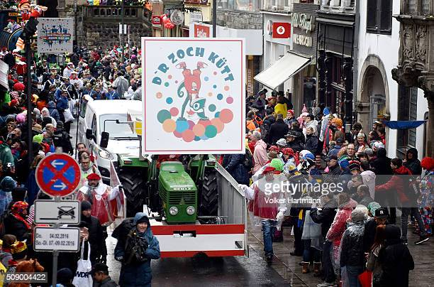 Floats drive through carnival revellers during the annual Rose Monday parade on February 8 2016 in Cologne Germany The centuriesold tradition of...