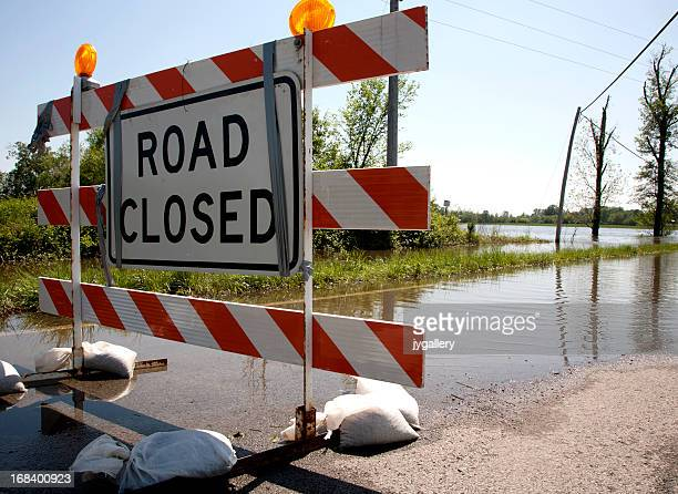 Flood closing highway