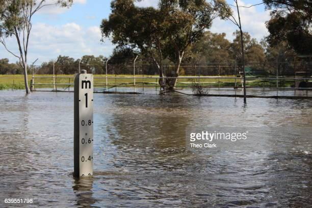 Flood depth indicator measuring flood
