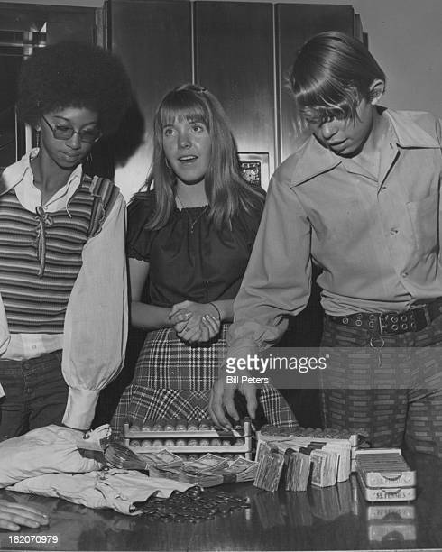 NOV 23 1972 Flood Students Examine Money Collected For Unicef From left are Millie Maxey Kathy Kirklin head girl at Flood and Steve Capesius