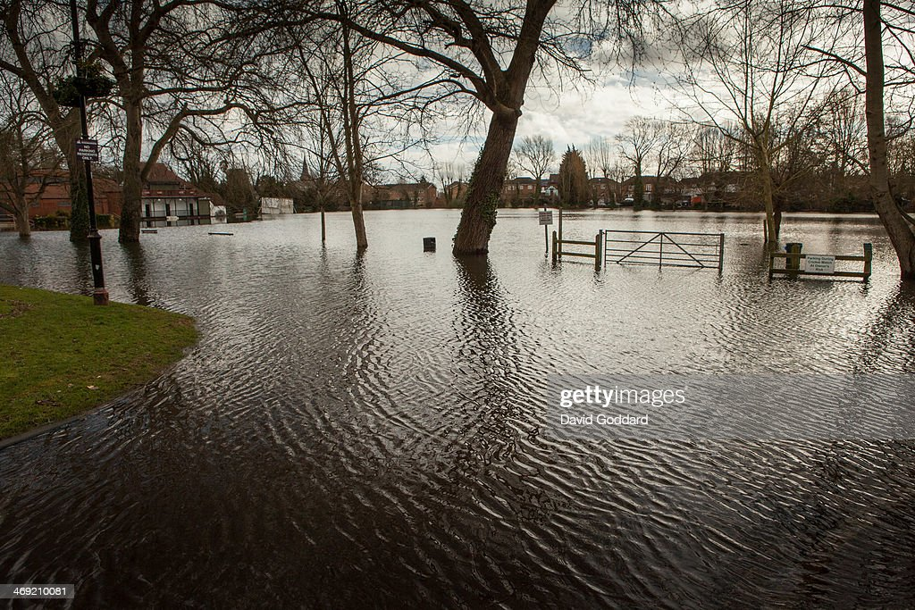 Flood waters in the village of Wraysbury on the banks of the river Thames on February 13, 2014 in Wraysbury, England. The Environment Agency continues to issue severe flood warnings for a number of areas on the River Thames in the commuter belt west of London. With heavier rains forecast, people are preparing for the water levels to rise.