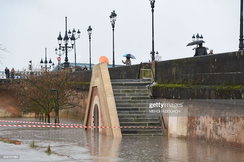 Flooded river banks are pictured in Bordeaux, southwestern France, on February 12, 2016 after the river Garonne reached a flood peak over 6,8 meters. / AFP / MEHDI FEDOUACH