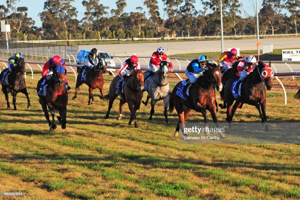 Swan Hill Jockey Club Race Meeting
