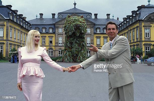Floral sculpture of Jeff Koons In Bad Arolsen Germany In June 1992Jeff Koons with llona Staller pregnant