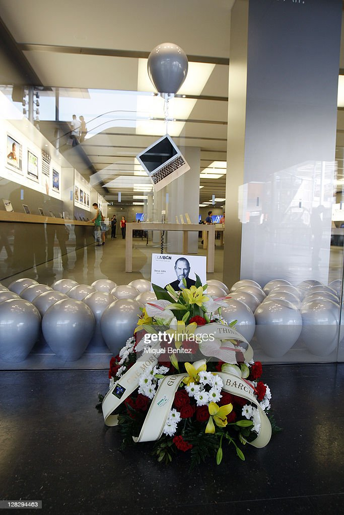 A Floral Tribute To Apple Co Founder Steve Jobs Rests Outside The La Maquinista